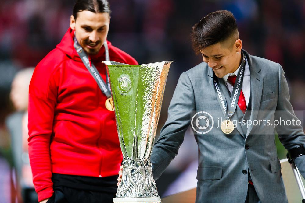 170524 Fotboll, Europa League Final, Ajax - Manchester United<br /> Zlatan Ibrahimović och Marcos Rojo, Manchester United, tittar f&ouml;rundrat p&aring; pokalen, med guldmedaljer kring sina halsar.<br /> <br /> &copy; Daniel Malmberg/Jkpg Sports <br /> ***Betalbild***<br /> Se f&auml;ltet instruktioner/special instructions.