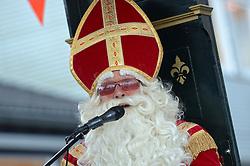 04-12-2015 NED: Sinterklaasfeest op de Pionier, Maarssen<br /> Vreugde bij de Pionier als Sint met zijn pieten de KBS De Pionier weer aandeed.