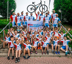 09-06-2018 NED: Sportkamp BvdGF, Landgraaf<br /> Sportkamp van BvdGF met klimmen, snowboarden, skien, voetbal en sportevents / Groepsfoto bikers ene kids