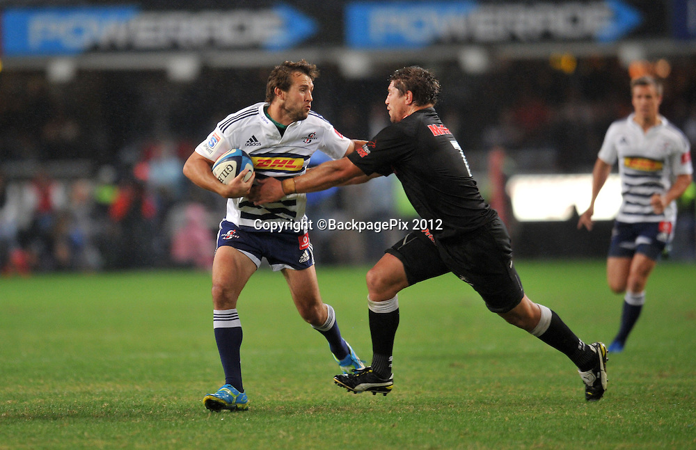 Peter Grant of the Stormers battles Willem Alberts of the Sharks<br /> <br /> &copy; Sabelo Mngoma/BackpagePix