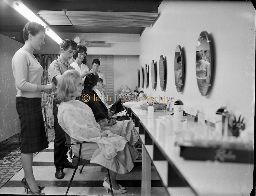 The Irish Photo Archive Team sends happy greetings to all Hairdressing Unite members. We have taken wonderful pictures of previous Events. Prepare yourself by taking a look!