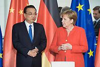 09 JUL 2018, BERLIN/GERMANY:<br /> Li Keqiang (L), Ministerpraesident der VR China, und Angela Merkel (R), CDU, Bundeskanzlerin, waehrend der Unterzeichnung von Regierungs- und Wirtschaftsabkommen im Rahmen der Deutsch-Chinesische Regierungskonsultationen, Bundeskanzleramt<br /> IMAGE: 20180709-02-006