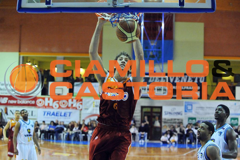 DESCRIZIONE : San Martino di Lupari Padova Torneo Quadrangolare Finale Lottomatica Virtus Roma Vanoli Cremona<br /> GIOCATORE : Angelo Gigli<br /> SQUADRA : Lottomatica Virtus Roma<br /> EVENTO : Torneo Quadrangolare <br /> GARA : Lottomatica Virtus Roma Vanoli Cremona<br /> DATA : 20/02/2010<br /> CATEGORIA : Schiacciata<br /> SPORT : Pallacanestro <br /> AUTORE : Agenzia Ciamillo-Castoria/M.Gregolin<br /> Galleria : Lega Basket A 2009-2010 <br /> Fotonotizia : San Martino di Lupari Torneo Quadrangolare Finale Lottomatica Virtus Roma Vanoli Cremona<br /> Predefinita :