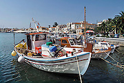 Griekenland,Aegina, 5-7-2008Een traditionele vissersboot ligt in de haven van het eiland Aegina.Pittoresk.A traditional fishingboat in the harbour of the island of Aegina.Foto: Flip Franssen