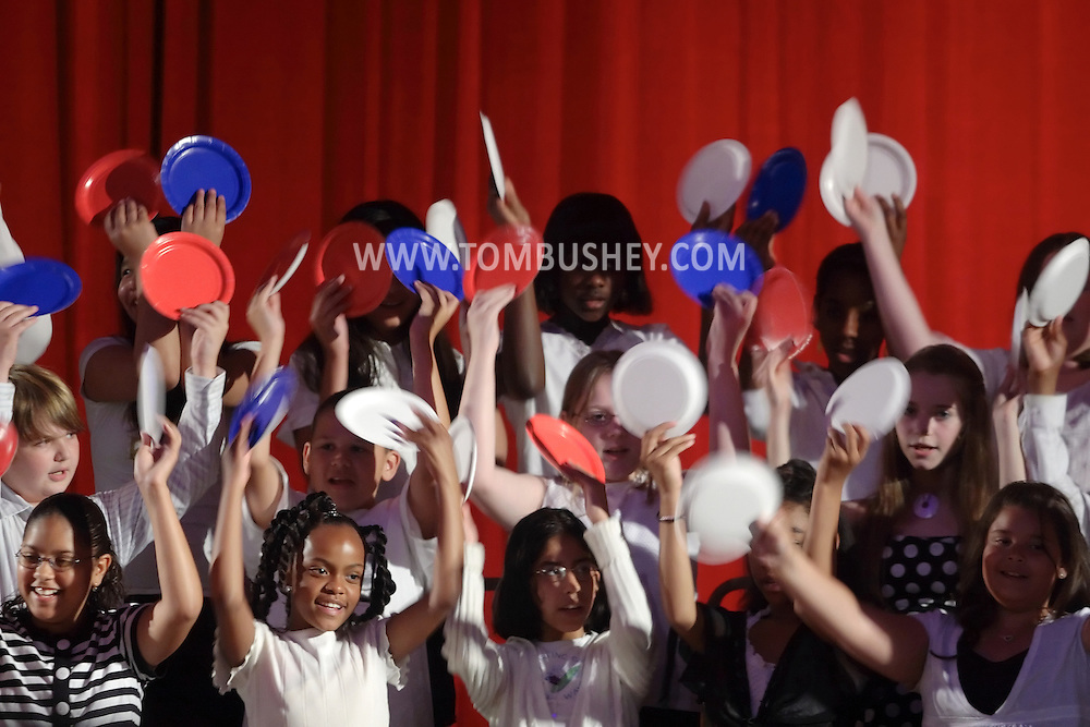 Middletown, NY -  The Mechanicstown Elementary School Chorus performs at Twin Towers Middle School on June 5, 2007.