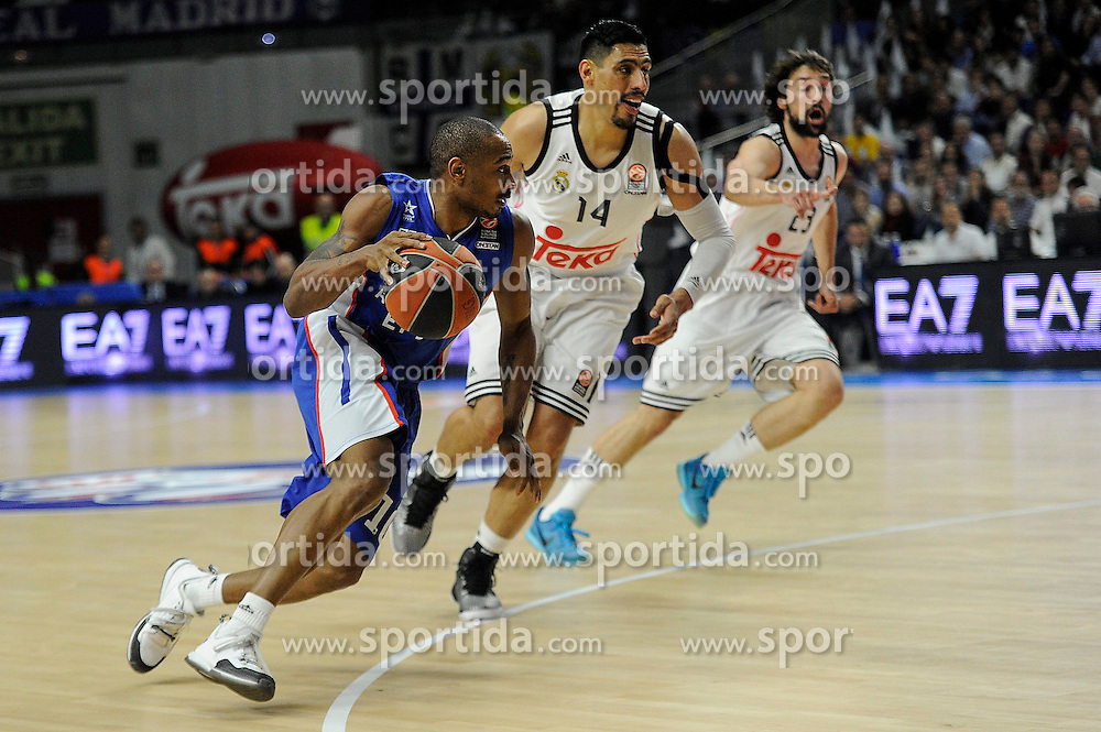15.04.2015, Palacio de los Deportes stadium, Madrid, ESP, Euroleague Basketball, Real Madrid vs Anadolu Efes Istanbul, Playoffs, im Bild Real Madrid&acute;s Gustavo Ayon and Sergio Llull and Anadolu Efes&acute;s Dontaye Draper // during the Turkish Airlines Euroleague Basketball 1st final match between Real Madrid vand Anadolu Efes Istanbul t the Palacio de los Deportes stadium in Madrid, Spain on 2015/04/15. EXPA Pictures &copy; 2015, PhotoCredit: EXPA/ Alterphotos/ Luis Fernandez<br /> <br /> *****ATTENTION - OUT of ESP, SUI*****