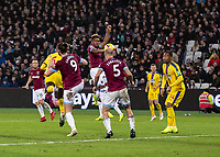 Football - 2018 / 2019 Premier League - West Ham United vs. Crystal Palace<br /> <br /> Jeffrey Schlupp (Crystal Palace) hideen by Andy Carroll (West Ham United) heads home from a corner to give his team a chance at 3-2 at the London Stadium<br /> <br /> COLORSPORT/DANIEL BEARHAM