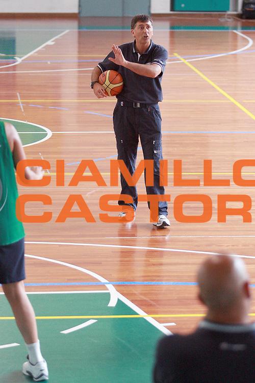 DESCRIZIONE : Bormio Raduno Nazionale Italiana Femminile<br /> GIOCATORE : Sandro Orlando<br /> SQUADRA : Nazionale Italia Donne<br /> EVENTO : Raduno Nazionale Italiana Femminile<br /> GARA : <br /> DATA : 12/07/2008 <br /> CATEGORIA : Riscaldamento<br /> SPORT : Pallacanestro <br /> AUTORE : Agenzia Ciamillo-Castoria/S.Ceretti