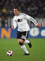 Fussball           EM Qualifikation        17.11.07 Deutschland - Zypern Lukas PODOLSKI (GER), Einzelaktion am Ball.