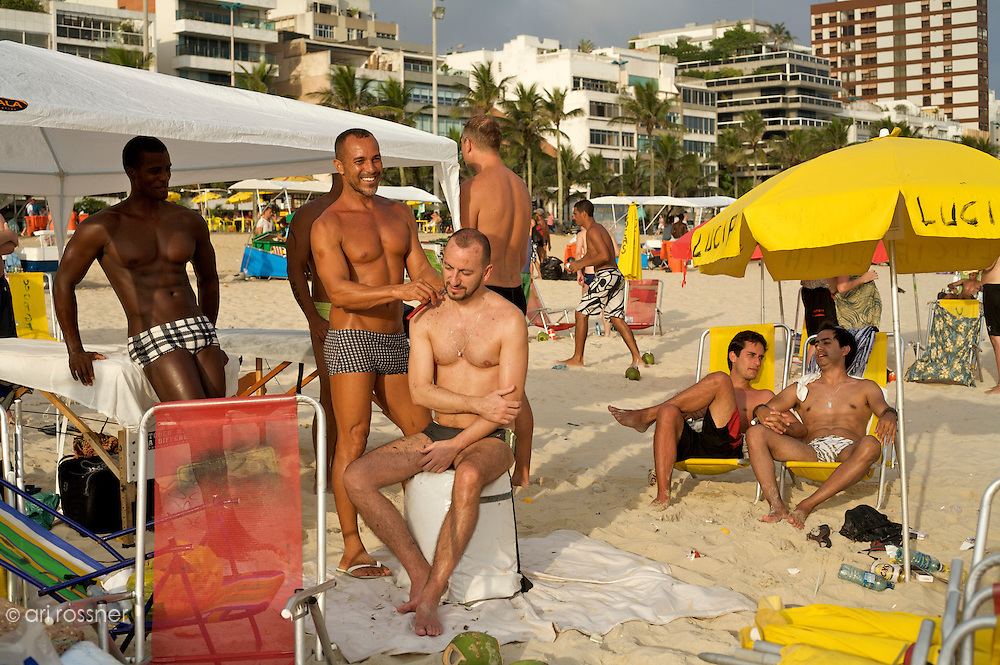 Gay hairdresser on Ipanema beach<br />
