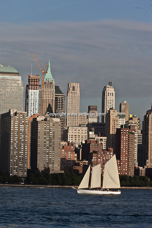 New York lower Manhattan cityscape ,  on Hudson river view from  New jersey Usa   /  le panorama du bas de manhattan , vue depuis  exchange place New jersey au coucher du soleil  New York  USa