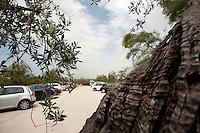 Taranto, maggio 2012.Relais Histo San Pietro sul Mar Piccolo..Da un borgo storico restaurato e splendidamente arredato da Culti, nasce l'ospitalità del Relais Histó, esclusiva masseria 5 stelle in Puglia, compresa tra le colline di ulivi e un affascinante angolo di terra affacciata sul Mar Piccolo, a pochi minuti dal centro di Taranto.