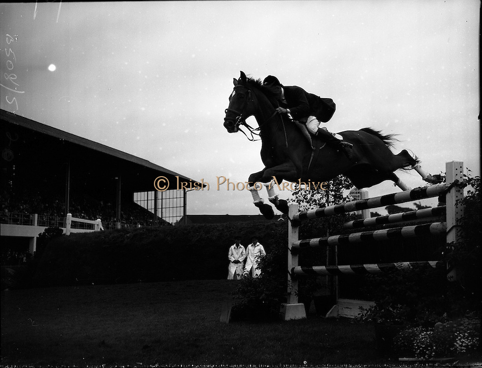 "03/08/1960<br /> 08/03/1960<br /> 03 August 1960<br /> R.D.S Horse Show Dublin (Wednesday). David Broome of Great Britain clearing a pole jump on ""Sunsalve"" at the Dublin Horse Show."