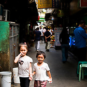 MANILA (Philippines). 2009. Childs through the streets of Chinatown in Manila.