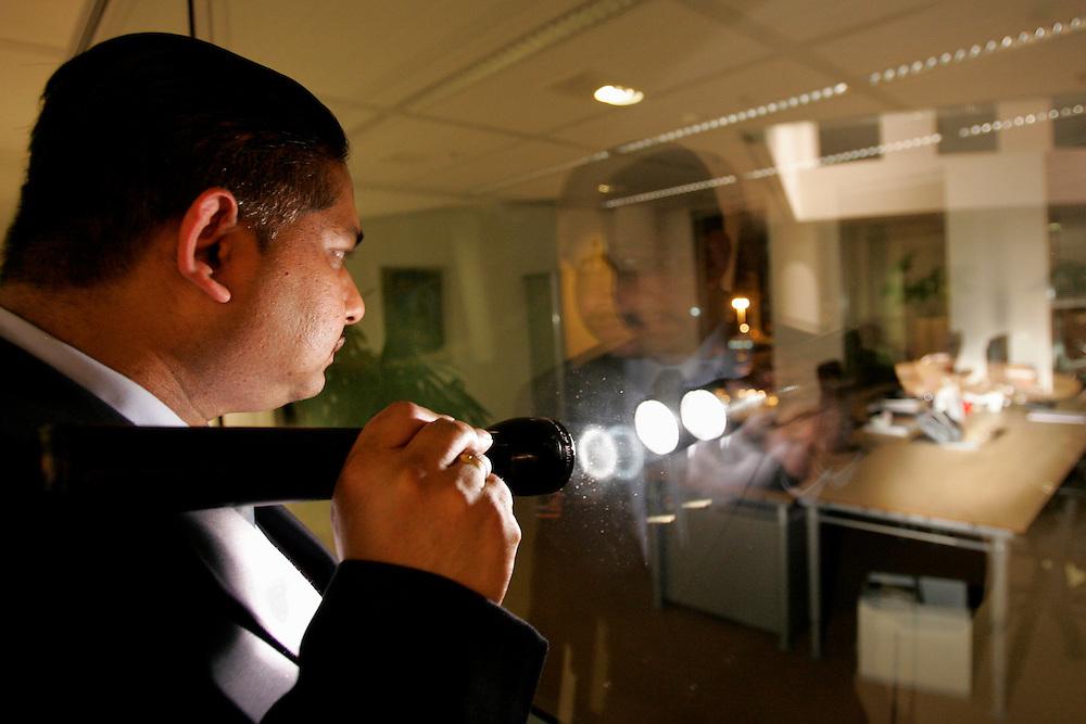 Foto: Gerrit de Heus. Den Haag. 05/04/06. Beveiliging.
