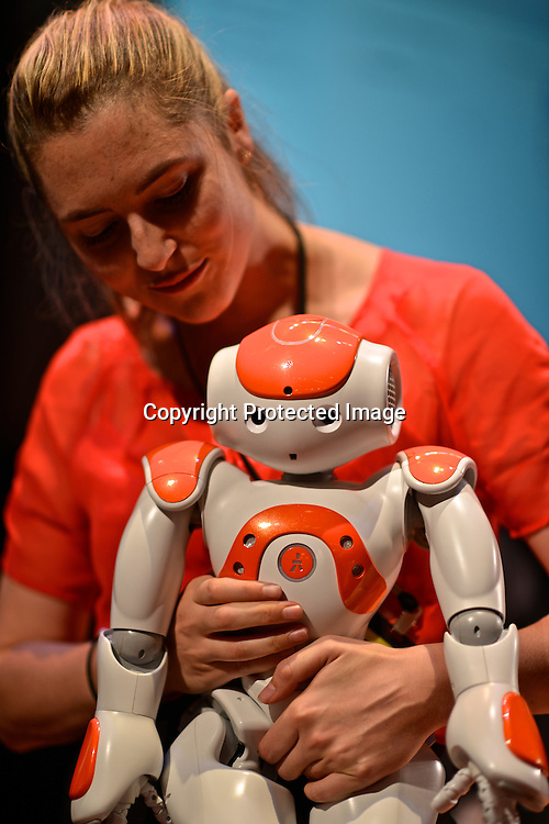 Heather Knight, a Social Roboticist from Carnegie Mellon University, talking about her research on Robot Body Language, How to make friends and or scare people. At her side, Marilyn Monrobot. Drones and Aerial Robotics Conference (DARC), held at New York University.