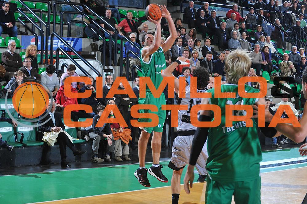 DESCRIZIONE : Treviso Eurocup 2009-10 Regular Season Benetton Gioco Digitale Bilbao Basket<br /> GIOCATORE : Jasmin Hukic<br /> SQUADRA : Benetton Gioco Digitale<br /> EVENTO : Eurocup 2009 - 2010<br /> GARA : Benetton Gioco Digitale Bilbao Basket<br /> DATA : 26/01/2010<br /> CATEGORIA : Tiro Three Points<br /> SPORT : Pallacanestro<br /> AUTORE : Agenzia Ciamillo-Castoria/M.Gregolin<br /> Galleria : Eurocup 2009<br /> Fotonotizia : Berlino Eurocup 2009-10 Regular Season Benetton Gioco Digitale Bilbao Basket<br /> Predefinita :