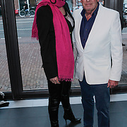 NLD/Amsterdam/20120420 - Show Joan Collins, Jan des Bouvrie en partner Monique
