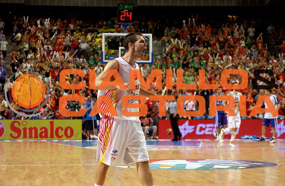 DESCRIZIONE : Madrid Spagna Spain Eurobasket Men 2007 Semi Finals Semifinali Spagna Grecia Spain Greece <br /> GIOCATORE : Jose Calderon<br /> SQUADRA : Spagna Spain<br /> EVENTO : Eurobasket Men 2007 Campionati Europei Uomini 2007 <br /> GARA : Spagna Grecia Spain Greece<br /> DATA : 15/09/2007 <br /> CATEGORIA : Esultanza<br /> SPORT : Pallacanestro <br /> AUTORE : Ciamillo&amp;Castoria/JF.Molliere<br /> Galleria : Eurobasket Men 2007 <br /> Fotonotizia : Madrid Spagna Spain Eurobasket Men 2007 Semi Finals Semifinali Spagna Grecia Spain Greece  <br /> Predefinita :
