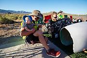 De avondruns op de vijfde racedag. In Battle Mountain (Nevada) wordt ieder jaar de World Human Powered Speed Challenge gehouden. Tijdens deze wedstrijd wordt geprobeerd zo hard mogelijk te fietsen op pure menskracht. De deelnemers bestaan zowel uit teams van universiteiten als uit hobbyisten. Met de gestroomlijnde fietsen willen ze laten zien wat mogelijk is met menskracht.<br /> <br /> In Battle Mountain (Nevada) each year the World Human Powered Speed Challenge is held. During this race they try to ride on pure manpower as hard as possible.The participants consist of both teams from universities and from hobbyists. With the sleek bikes they want to show what is possible with human power.