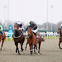 Climaxfortackle and Jim Crowley winning the 3.20 race