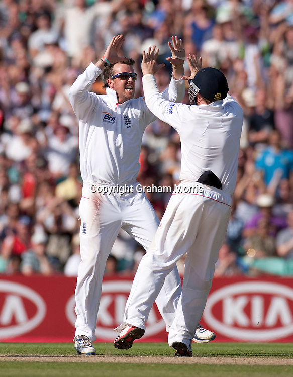 Graeme Swann during the fourth and final npower Test Match between England and India at the Oval, London.  Photo: Graham Morris (Tel: +44(0)20 8969 4192 Email: sales@cricketpix.com) 21/08/11