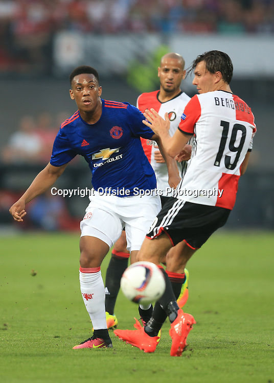 15 September 2016 - UEFA Europa League (Group A) - Feyenoord v Manchester United - Eric Fernando Botteghin of Feyenoord tangles with Eljero Elia of Feyenoord - Photo: Marc Atkins / Offside.