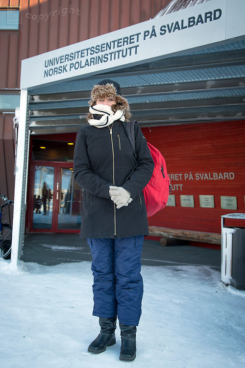 Woman standing in front of the Universitetssenteret pa svalbard norsk polarinstitutt