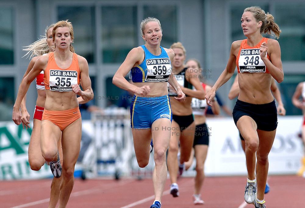 09-07-2006 ATLETIEK: NK BAAN: AMSTERDAM<br /> Lotte Visschers en winnares Yvonne Hak<br /> &copy;2006-WWW.FOTOHOOGENDOORN.NL