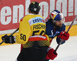 07.04.2019, Albert Schultz Halle, Wien, AUT, EBEL, Vienna Capitals vs EC Red Bull Salzburg, Halbfinale, 5. Spiel, im Bild v.l. Mario Fischer (spusu Vienna Capitals) und Alexander Pallestrang (EC Red Bull Salzburg) // during the Erste Bank Icehockey 5th semifinal match between Vienna Capitals and EC Red Bull Salzburg at the Albert Schultz Halle in Wien, Austria on 2019/04/07. EXPA Pictures © 2019, PhotoCredit: EXPA/ Thomas Haumer