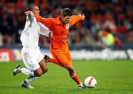 17-10-2007: Voetbal: Nederland-Slovenie: Eindhoven<br /> Klaas Jan Huntelaar in duel met Mitja Morec<br /> Foto: Geert van Erven