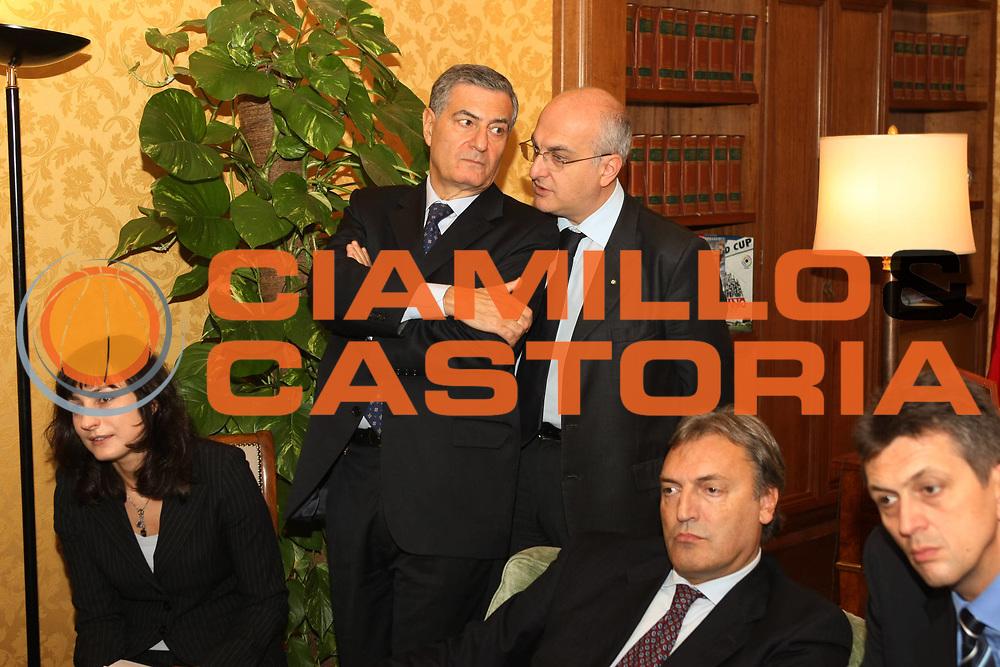 DESCRIZIONE : Roma Conferenza stampa Italia Mondiali 2014 incontro in Campidoglio e Palazzo Chigi con i vertici FIBA<br /> GIOCATORE : Massimo Cilli Danilo Di Tommaso<br /> SQUADRA :  <br /> EVENTO : Presentazione candidatura Italia Mondiali 2014<br /> GARA : <br /> DATA : 31/10/2008 <br /> CATEGORIA : Ritratto<br /> SPORT : Pallacanestro <br /> AUTORE : Agenzia Ciamillo-Castoria/G.Ciamillo