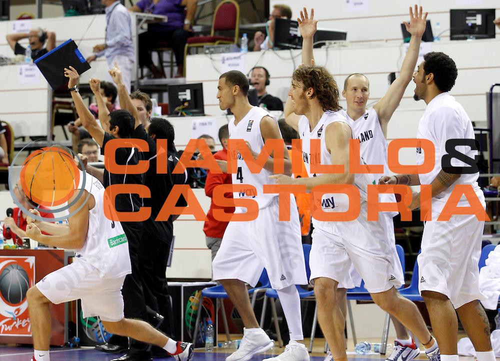 DESCRIZIONE : Izmir Turchia Turkey Men World Championship 2010 Campionati Mondiali New Zeland France<br /> GIOCATORE : Team New Zeland Team Nuova Zelanda<br /> SQUADRA : New Zeland Nuova Zelanda<br /> EVENTO : Izmir Turchia Turkey Men World Championship 2010 Campionato Mondiale 2010<br /> GARA : New Zeland France Nuova Zelanda Francia<br /> DATA : 02/09/2010<br /> CATEGORIA : esultanza jubilation<br /> SPORT : Pallacanestro <br /> AUTORE : Agenzia Ciamillo-Castoria/M.Kulbis<br /> Galleria : Turkey World Championship 2010<br /> Fotonotizia : Izmir Turchia Turkey Men World Championship 2010 Campionati Mondiali New Zeland France<br /> Predefinita :