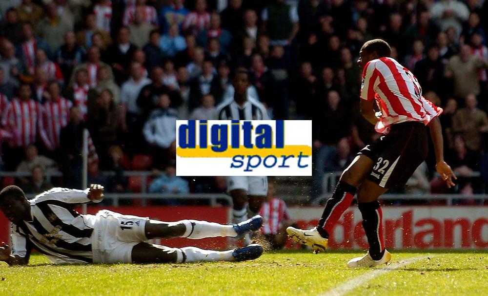 Photo: Jed Wee.<br />Sunderland v Newcastle United. The Barclays Premiership. 17/04/2006.<br /><br />Sunderland's Justin Hoyte (R) scores the opening goal.