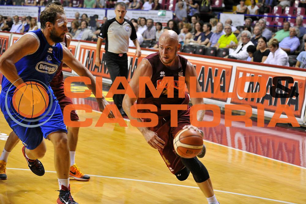 DESCRIZIONE : Venezia Lega A 2015-16 Amichevole Umana Reyer Venezia De Longhi Treviso Basket<br /> GIOCATORE : Hrovje Peric<br /> CATEGORIA : Palleggio<br /> SQUADRA : Umana Reyer Venezia Treviso Basket De Longhi<br /> EVENTO : Campionato Lega A 2015-2016 <br /> GARA : Umana Reyer Venezia De Longhi Treviso Basket<br /> DATA : 16/09/2015<br /> SPORT : Pallacanestro <br /> AUTORE : Agenzia Ciamillo-Castoria/Michele Gregolin<br /> Galleria : Lega Basket A 2015-2016  <br /> Fotonotizia : Venezia Lega A 2015-16 Amichevole Umana Reyer Venezia De Longhi Treviso Basket<br /> Predefinita :