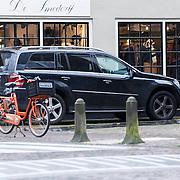NLD/Laren/20130115 - Gerard Joling winkelend in Laren