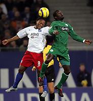 Fotball<br /> Bundesliga Tyskland 2004/05<br /> Hamburger SV v Wolfsburg<br /> 20. november 2004<br /> Foto: Digitalsport<br /> NORWAY ONLY<br /> Almami Moreira, Hans Sarpei Wolfsburg