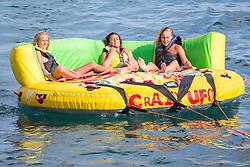 THEMENBILD - hunderte Strandbesucher an der kroatischen Adriaküste nutzen die Warmwetter Phase der letzten Tage für ein ausgiebiges Sonnenbad am Strand und im Warmen Wasser der Adria. Aufgenommen am 6. Juni 2015 in Dubrovnik. Kroatien // Refreshment of exceptional heat domestic and tourists found on city beaches Dubrovnik, Croatia on 2015/06/06. EXPA Pictures © 2015, PhotoCredit: EXPA/ Pixsell/ Grgo Jelavic<br /> <br /> *****ATTENTION - for AUT, SLO, SUI, SWE, ITA, FRA only*****