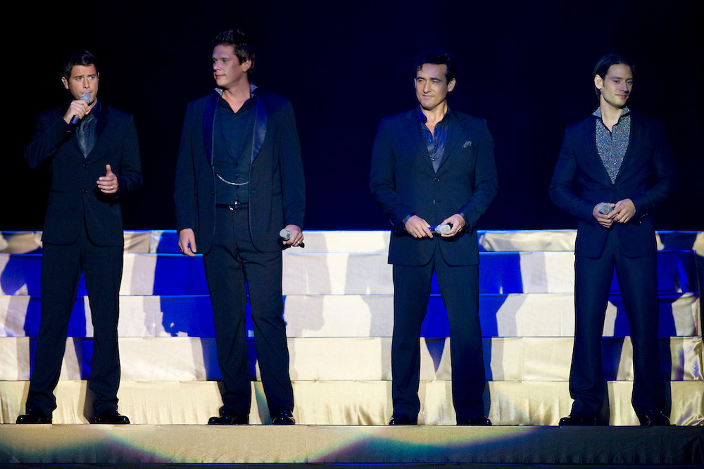 Il Divo live in concert, Vector Arena, Auckland, New Zealand, Friday, October 02, 2009.  Credit:SNPA / David Rowland