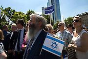 Frankfurt am Main | 17 July 2014<br /> <br /> Solidarit&auml;tsdemo f&uuml;r Israel, f&uuml;r Frieden und f&uuml;r das Ende der Angriffe der Hamas auf dem Opernplatz vor der Alten Oper in Frankfurt am Main, hier: Demonstranten mit Israel-Fahne. <br /> <br /> &copy; peter-juelich.com
