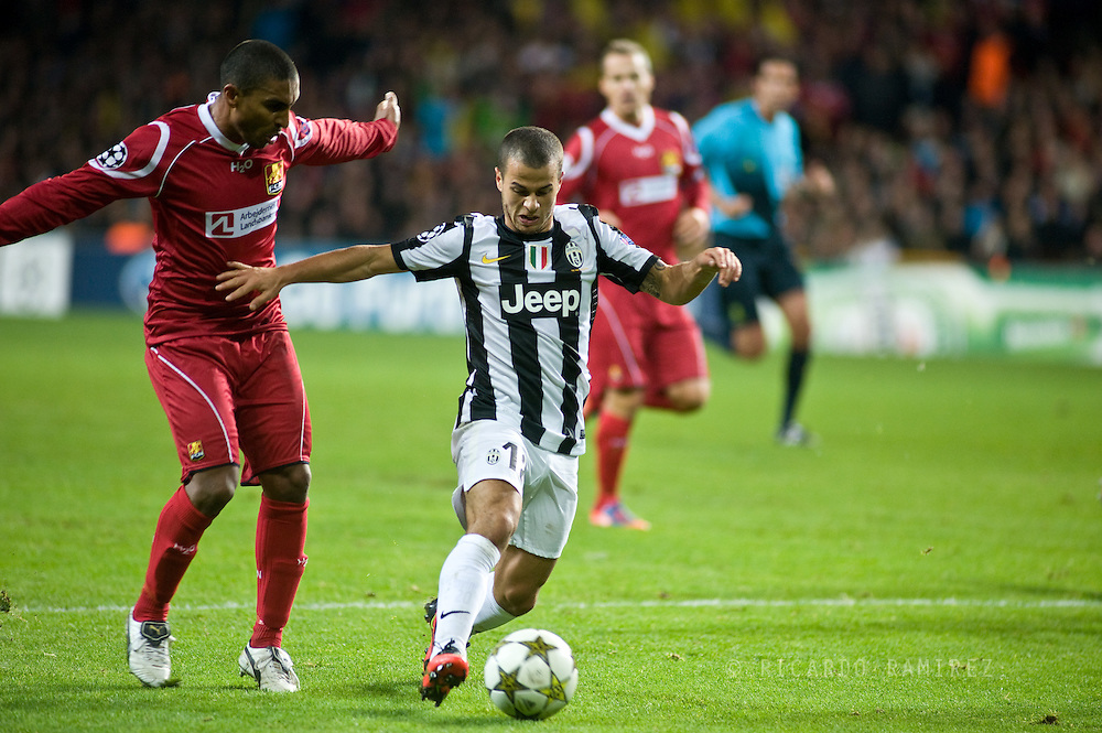 23.10.12. Copenhagen, Denmark. UEFA Champions League Group E, FC Nordsjaelland  1 vs Juventus 1 at the Parken Stadium. Giovinco (L) of Juventus fights for the ball during the UEFA Champions League. Photo: © Ricardo Ramirez..