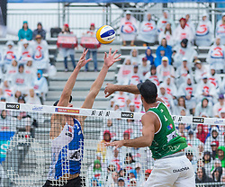02.08.2015, Strandbad, Klagenfurt, AUT, A1 Beachvolleyball EM 2015, Halbfinale Herren, im Bild links hinten Christiaan Varenhorst 2 NED, rechts Alex Ranghieri 1 ITA // during Semifinal Final Men, of the A1 Beachvolleyball European Championship at the Strandbad Klagenfurt, Austria on 2015/08/02. EXPA Pictures © 2015, EXPA Pictures © 2015, PhotoCredit: EXPA/ Mag. Gert Steinthaler