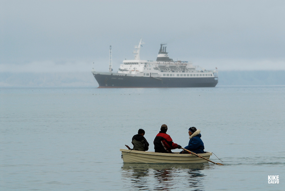 Inuits rowing on a wooden boat. Pond Inlet, Baffin Island. High Arctic. Canada.