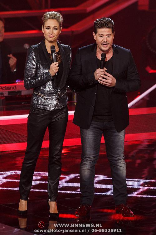 NLD/Hilversum/20131107- The Voice of Holland 1e live uitzending, presntatoren Wendy van Dijk en Martijn Krabbe
