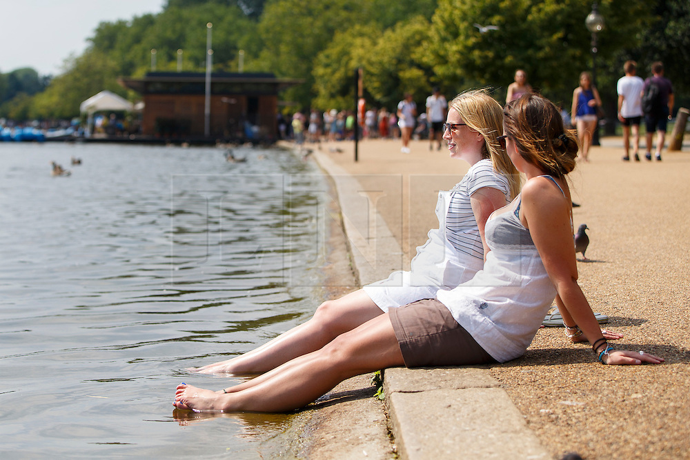 © Licensed to London News Pictures. 20/07/2016. London, UK. People enjoy hot weather at the Serpentine pond in Hyde Park, London as temperatures hit 27C degrees across the capital on Wednesday, 20 July 2016. Photo credit: Tolga Akmen/LNP