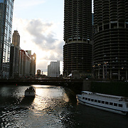 Sunset along the Chicago River with tour boat Wendella docking.<br />