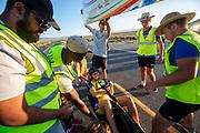 De avondruns op de zevende en laatste racedag. In Battle Mountain (Nevada) wordt ieder jaar de World Human Powered Speed Challenge gehouden. Tijdens deze wedstrijd wordt geprobeerd zo hard mogelijk te fietsen op pure menskracht. De deelnemers bestaan zowel uit teams van universiteiten als uit hobbyisten. Met de gestroomlijnde fietsen willen ze laten zien wat mogelijk is met menskracht.<br /> <br /> In Battle Mountain (Nevada) each year the World Human Powered Speed Challenge is held. During this race they try to ride on pure manpower as hard as possible.The participants consist of both teams from universities and from hobbyists. With the sleek bikes they want to show what is possible with human power.