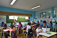 18/09/15 - BOURG LASTIC - PUY DE DOME - FRANCE - Cours de niveaux melanges, classe de CE2, CM1 et CM2 dans une ecole primaire - Photo Jerome CHABANNE
