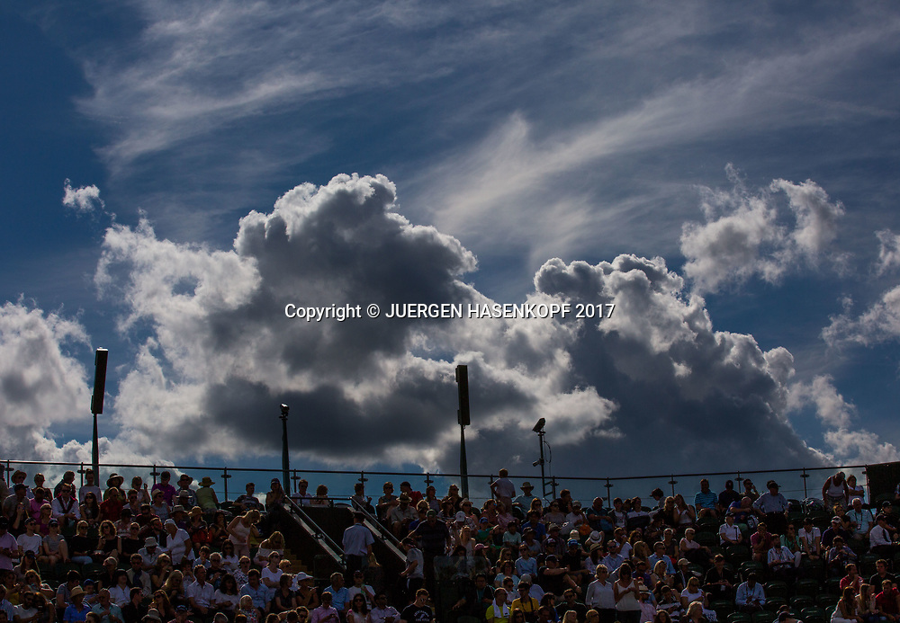 Wimbledon Feature dunkle Wolken und Zuschauer Tribuene,<br /> <br /> Tennis - Wimbledon 2017 - Grand Slam ITF / ATP / WTA -  AELTC - London -  - Great Britain  - 3 July 2017.