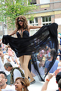 "De Canal Parade 2014 - een botenparade over de Amsterdamse grachten en het hoogtepunt van Gay Pride Amsterdam.<br /> <br /> The Canal Parade 2014 - a boat parade on the canals of Amsterdam and the highlight of Gay Pride Amsterdam.<br /> <br /> Op de foto / On the photo: <br /> <br /> <br />  Dana International - Sharon Cohen op de  ""Joodse"" Boot / Dana International - Sharon Cohen on the ""Jewish"" boat."